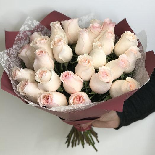 25 нежно-розовых роз: букеты цветов на заказ Flowwow