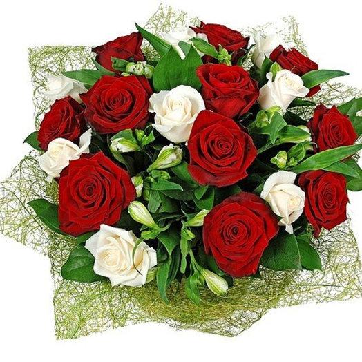 Букет из 19 роз с Альстромериями: букеты цветов на заказ Flowwow
