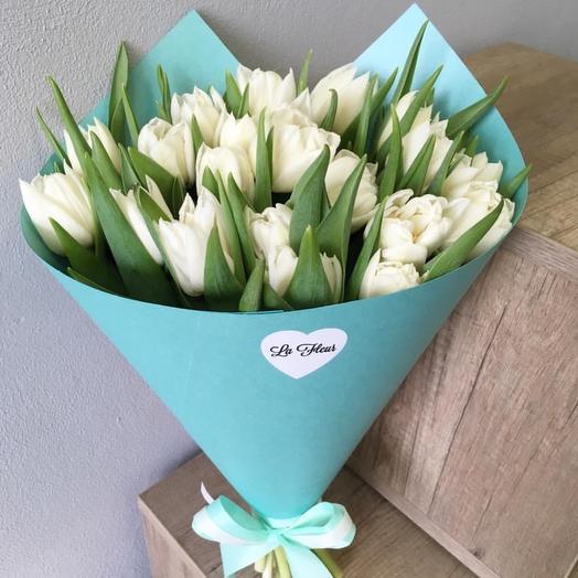 21 тюльпанчиков в дизайнерской упаковке: букеты цветов на заказ Flowwow