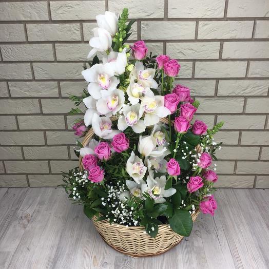 Корзина роз и орхидей: букеты цветов на заказ Flowwow