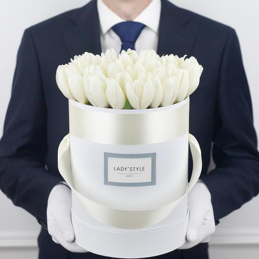 Голландские тюльпаны в шляпной коробке M: букеты цветов на заказ Flowwow