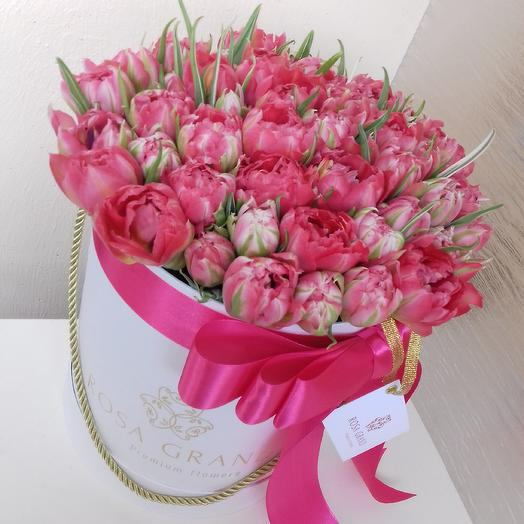 До 49 пионовидных тюльпана в шляпной коробке Deluxe: букеты цветов на заказ Flowwow