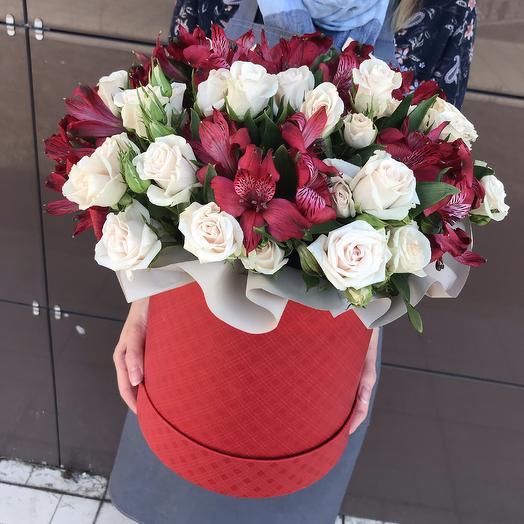 Кустовые розы и альстромерия: букеты цветов на заказ Flowwow