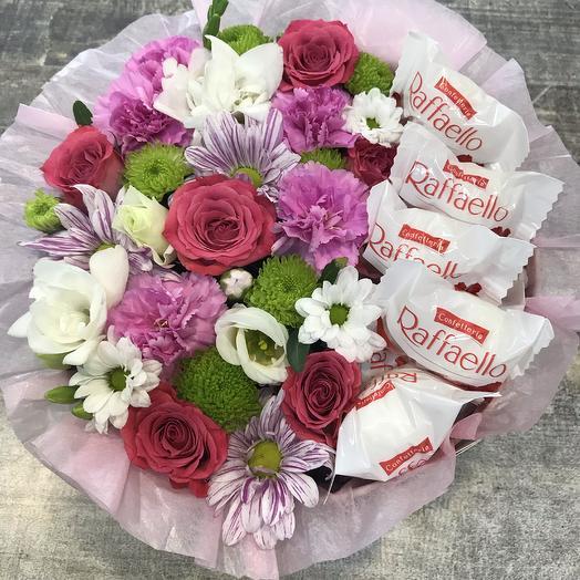 Коробочка с цветами и рафаэлло
