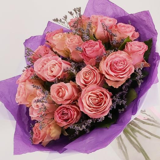 21 розовая роза с лимониумом