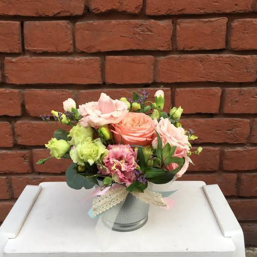 Композиция в металическом кашпо: букеты цветов на заказ Flowwow