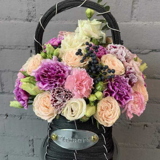Букет нежный в корзинке: букеты цветов на заказ Flowwow