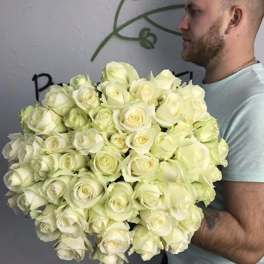 Моно букет из 51 белой розы N13: букеты цветов на заказ Flowwow