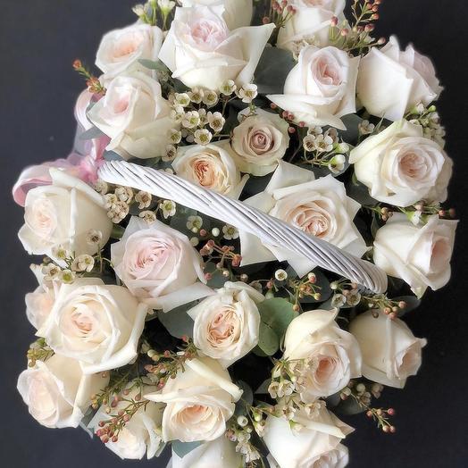 Ароматные розы в корзине: букеты цветов на заказ Flowwow