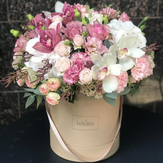 Цветы в крафтовой коробке