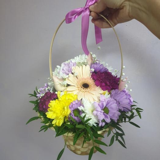 Корзина с герберой, розами, хризантемой