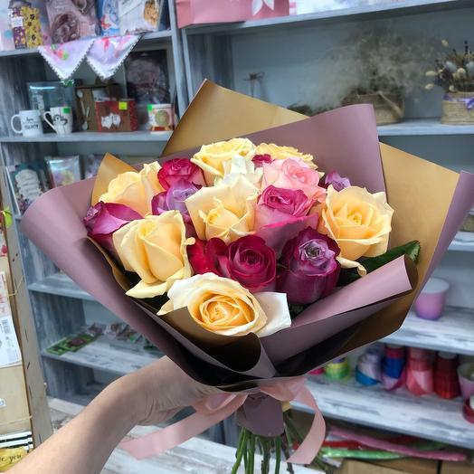 17 роз микс в упаковке