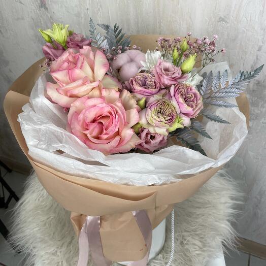 Букет Роз, Эустом, Хризантем и Хлопка