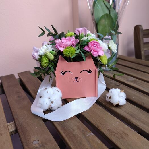 """Цветы в коробке """"Кошечка"""""""
