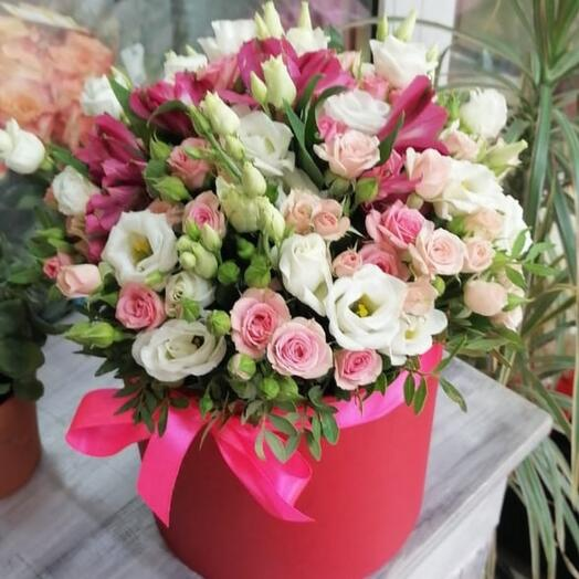 Коробка из роз ,эустом и альстромерий