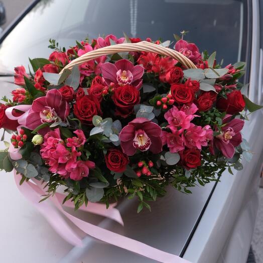 Корзина с цветами «Рубин»