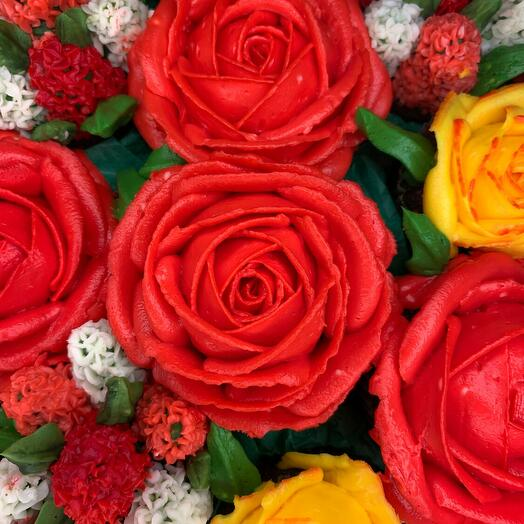 BOUQUET OF ROSES IN RED AND YELLOW TONES 15 FLOWER CUPCAKES-CHEESECAKES