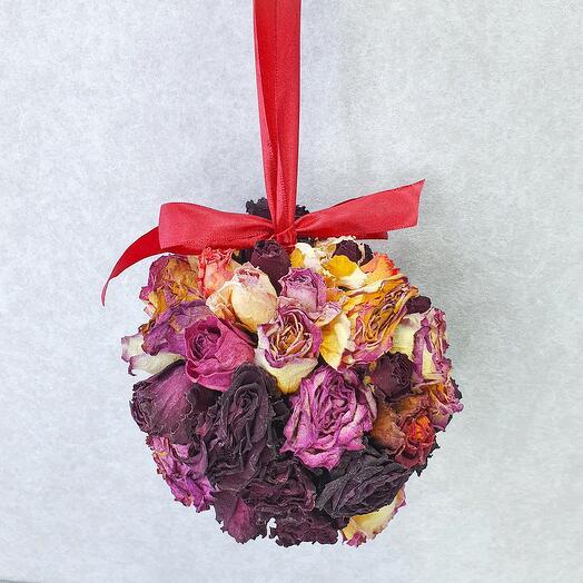 Декоративный шар из сухоцветов