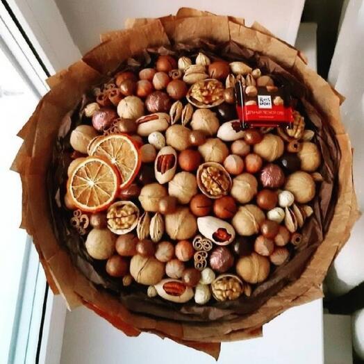 Орехи и сладости