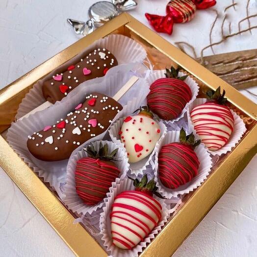 Подарочный набор с бананами в шоколаде и клубничкой