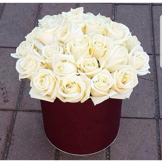 Коробочка из 33 белых роз