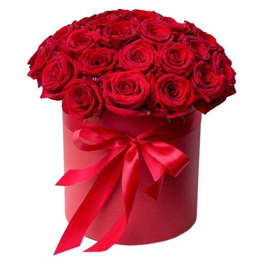 Шляпная коробочка из красных роз