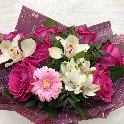 Букет с орхидеями и крупными розами: букеты цветов на заказ Flowwow