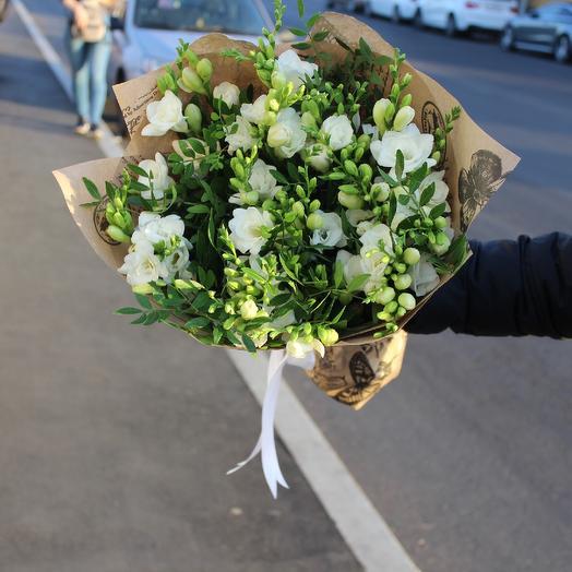 51 Фрезия: букеты цветов на заказ Flowwow
