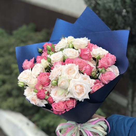 Букет из шикарных кустовых роз