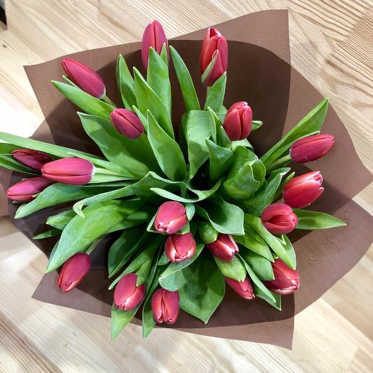 19 red tulips