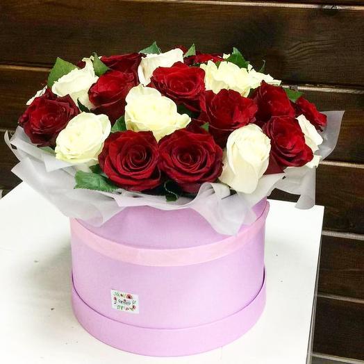 Коробка «красное и белое»: букеты цветов на заказ Flowwow