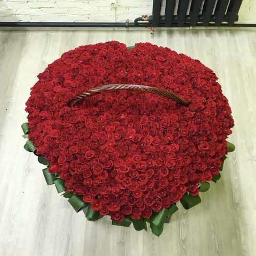 Корзина из 651 розы: букеты цветов на заказ Flowwow