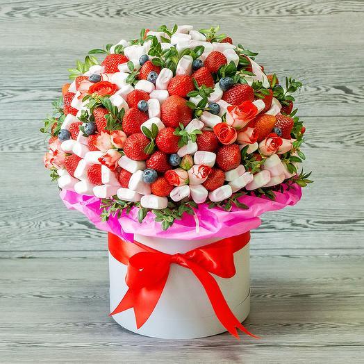 Ягодная композиция с цветами: букеты цветов на заказ Flowwow