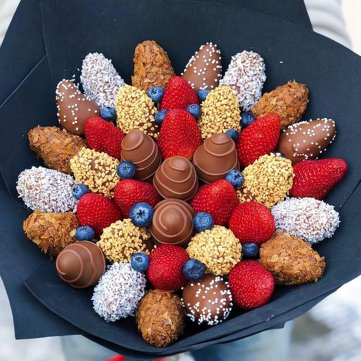 """A bouquet of Chocolate-covered Strawberries """"Black glitter"""""""