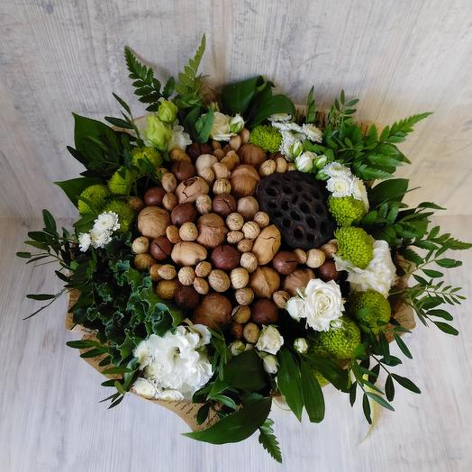 Орехи в цветочных обьятиях