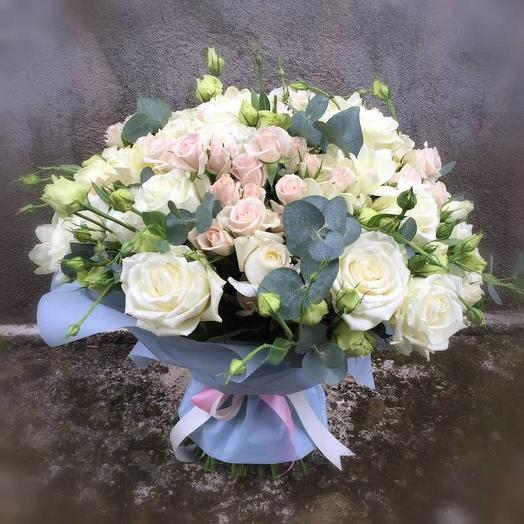 Bouquet of roses in pastel colors