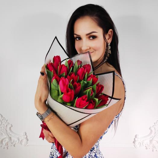 Букет из 19 красных тюльпанов(коробка конфет в подарок, условие в описании)