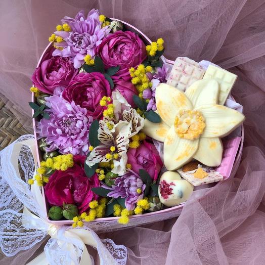 Цветы живые и из шоколада