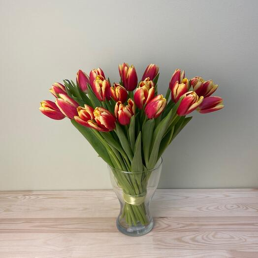 Bouquet of 25 tulips in a vase