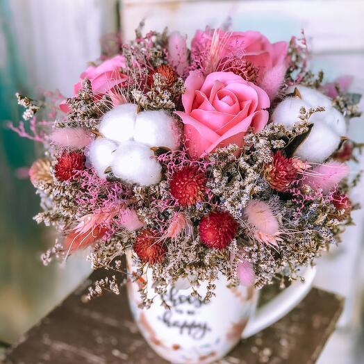 Mug with dried flowers