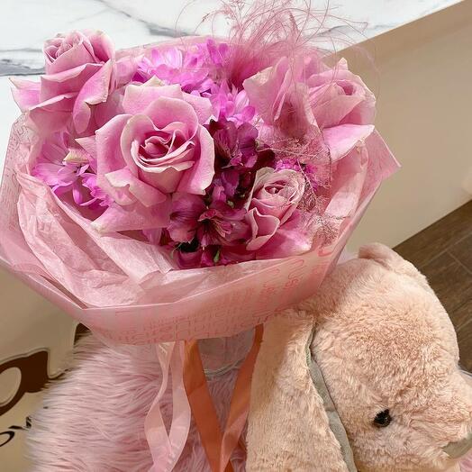 Букет из роз, хризантемы и альстромерии