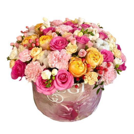 Цветы в коробке «Роскошь аромата»