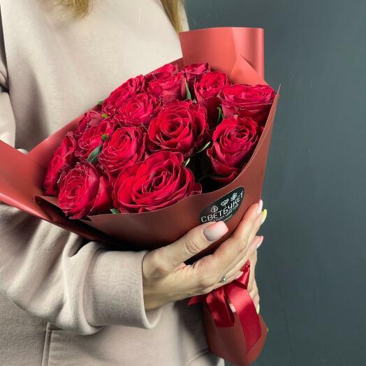 Букет Мальбек 15 из красных роз 40 см