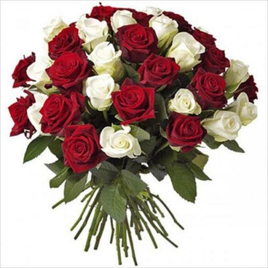Букет из роз red & white: букеты цветов на заказ Flowwow