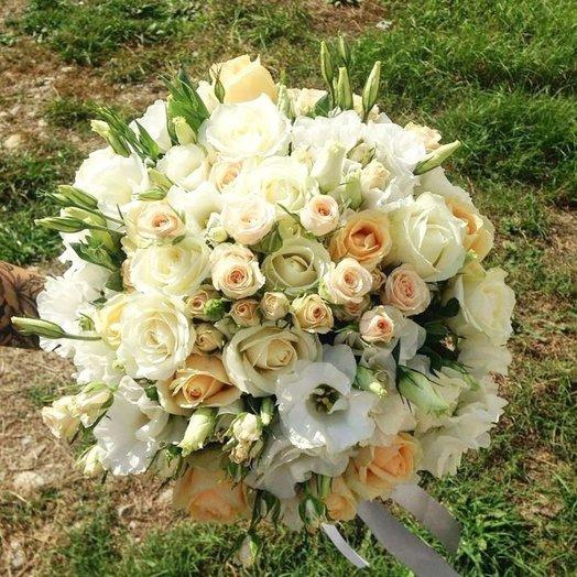 Букет из роз эустомы и кустовой розы: букеты цветов на заказ Flowwow