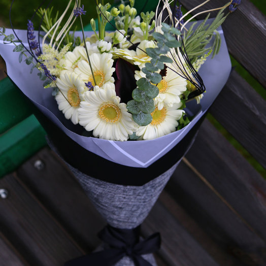 Белые герберы и черные каллы: букеты цветов на заказ Flowwow