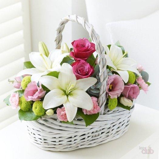 Корзинка с цветочками: букеты цветов на заказ Flowwow