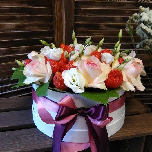 Композиция с клубникой: букеты цветов на заказ Flowwow