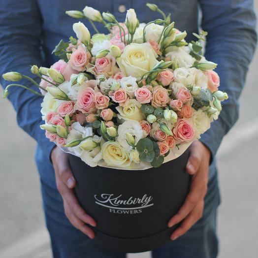 Нежная коробочка с розами и эустомой: букеты цветов на заказ Flowwow
