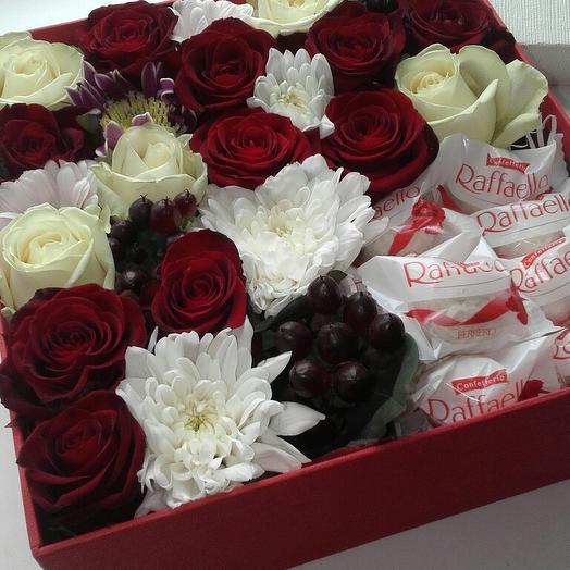 Композиция из роз с конфетами